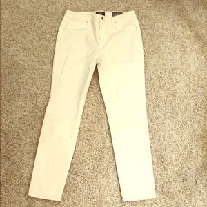 """NWT Chico's """"so slimming"""" jeggings"""